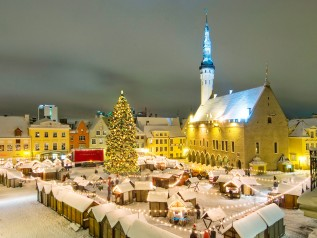 Christmas Markets Tallinn 2- wikimedia commons